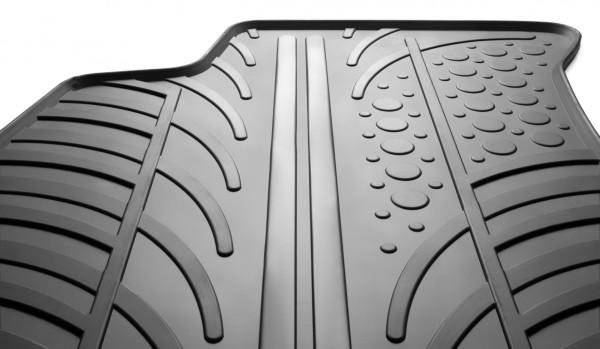 Gumi tepisi za auto prije svega su važni tijekom vlažnijeg dijela godine